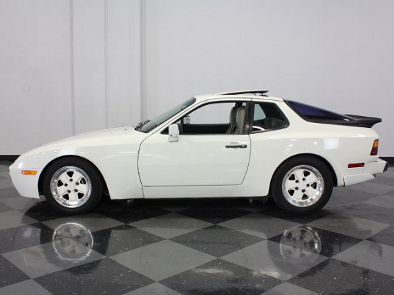 White Christmas Sunday 1986 Porsche 944 Turbo German